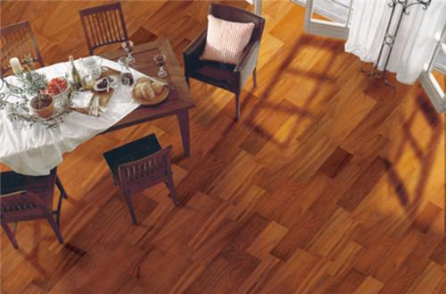 行家分析实木地板的优缺点