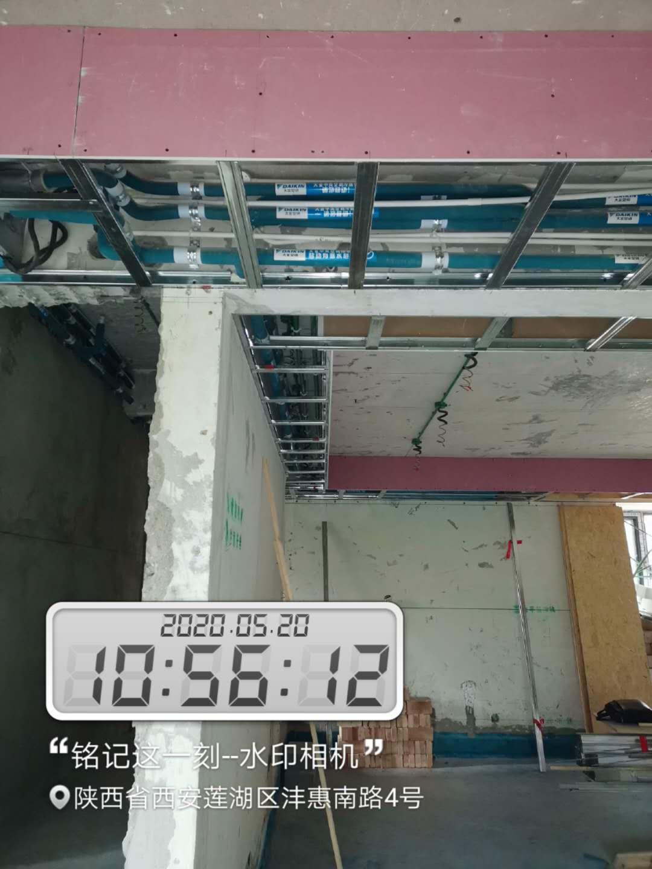 吊顶龙骨间距控制在中到中40公分,标准