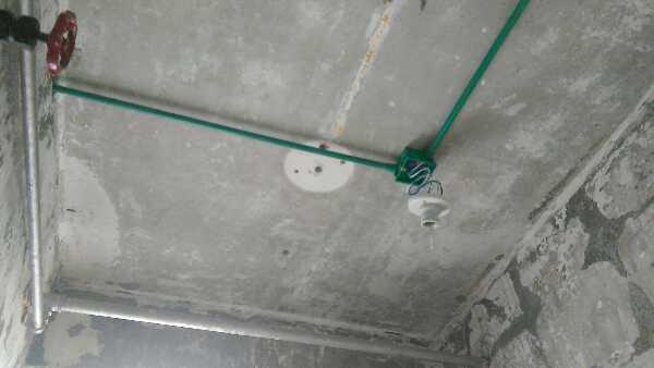 水电隐蔽工程已经开启施工,基准线标准线已经达标,水电横平竖直按照国际以及公司标准在施工,材料都为公司材料。