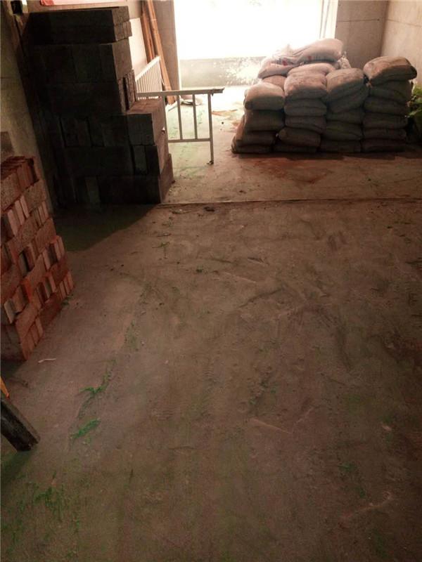 ballbet贝博登陆_鑫界王府三室一厅ballbet贝博网址工地成品保护很到位,材料验收单业主一目了然。 工人已经做好工地安全提示以及标准线工作。