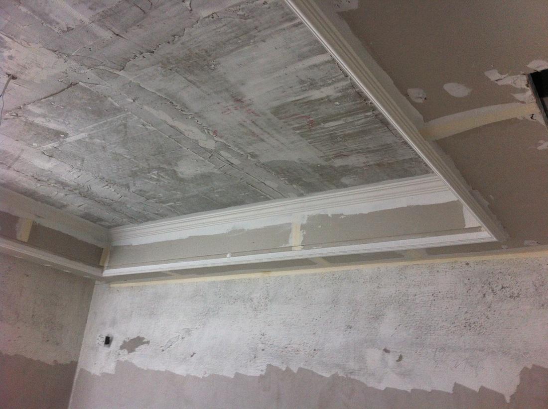 吊顶工程中表面平整度接缝合格,吊顶工程中板面的接缝直线度达标。