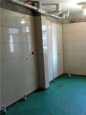 防水已经做好,接下来就是铺地砖了,原则是:墙砖压地砖