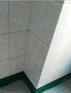 饰面砖空鼓率符合要求范围,厨卫墙地面砖铺贴墙砖压地砖(新工艺),厨卫墙地砖铺贴完成后张贴水电改造字贴,厨卫墙砖开孔采用开孔器。