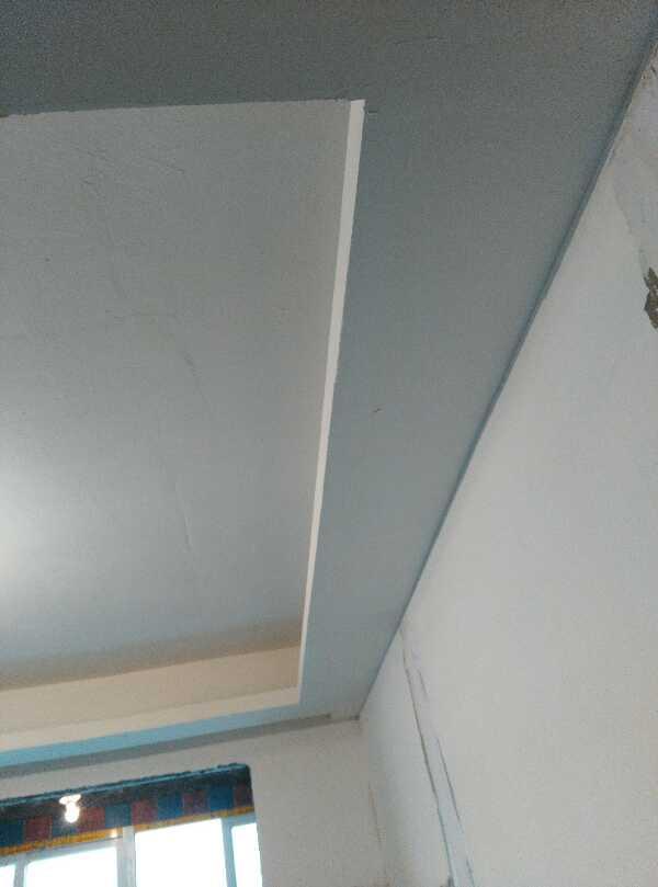 吊顶工程中表面平整度接缝合格,吊顶工程中板面的接缝直线度达标,吊顶龙骨安装无不牢固隐患,加膨胀螺栓确保品质。