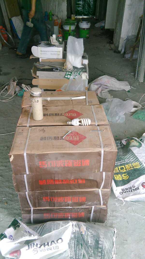 地固涂刷门窗贴标识已经张贴到位,各种标准线已经制作齐全,材料验收已经达标,水电标准线已经完成,现场所需各种成品保护已经按标准保护到位。