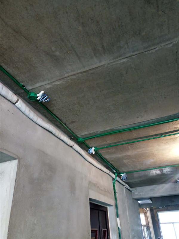 ballbet贝博登陆_同祥城别墅ballbet贝博网址工地水电路改造有图片存档并做好提示线条,水电开槽顺直无斜开槽, 水电改造直线90度平面错层。