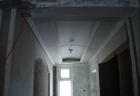 吊顶工程中表面平整度接缝合格,吊顶工程中板面的接缝直线度达标