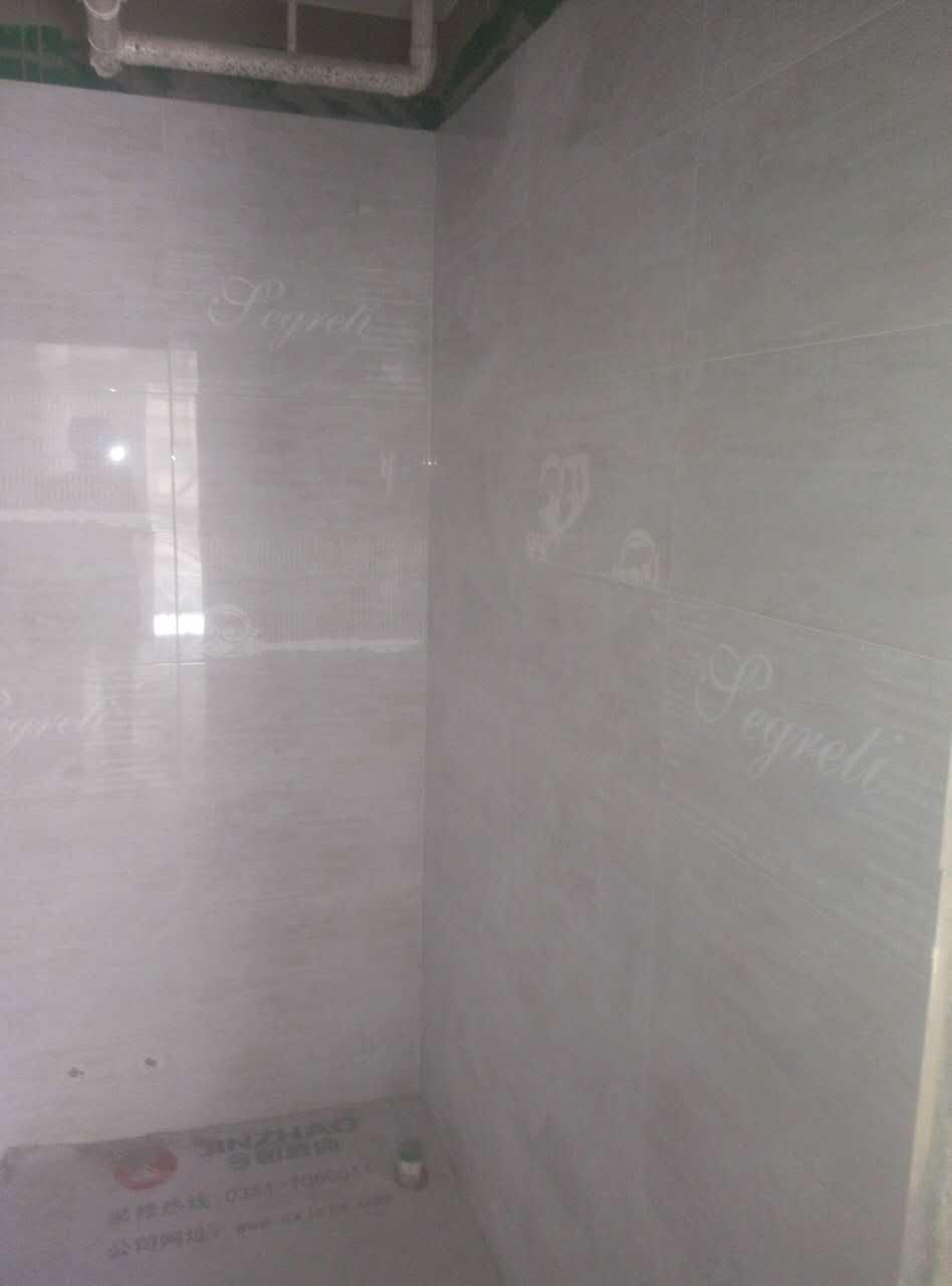 墙砖铺贴达到标准要求,整体墙面整洁,布线管道已经做好安全提示(公司新优势)确保后期维修安全,为业主提供无忧患ballbet贝博网址。